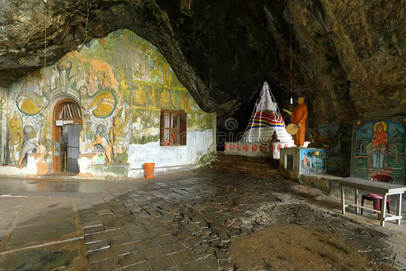 Diva Guhawa Caves tempel på Ratnapura i Sri Lanka royaltyfri foto