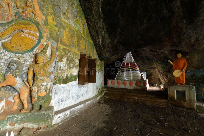 Diva Guhawa Caves tempel på Ratnapura i Sri Lanka arkivbilder