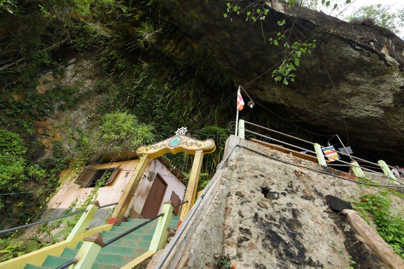 Diva Guhawa Caves tempel på Ratnapura i Sri Lanka arkivfoto
