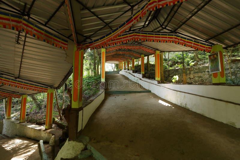 Diva Guhawa Caves tempel på Ratnapura i Sri Lanka royaltyfri bild