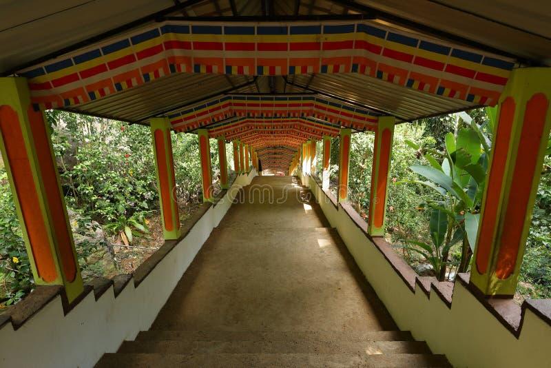 Diva Guhawa Caves tempel på Ratnapura i Sri Lanka arkivbild