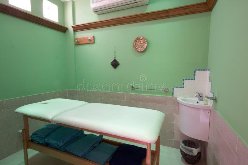 Divan de massage photographie stock libre de droits