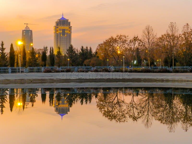 Divan Hotel - Erbil - Irak solnedgångtid royaltyfria foton