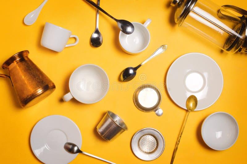 Divers accessoires, équipement et ustensiles à café : le cezve, Français pressent, le filtre etc. de Phin de Vietnamien images libres de droits