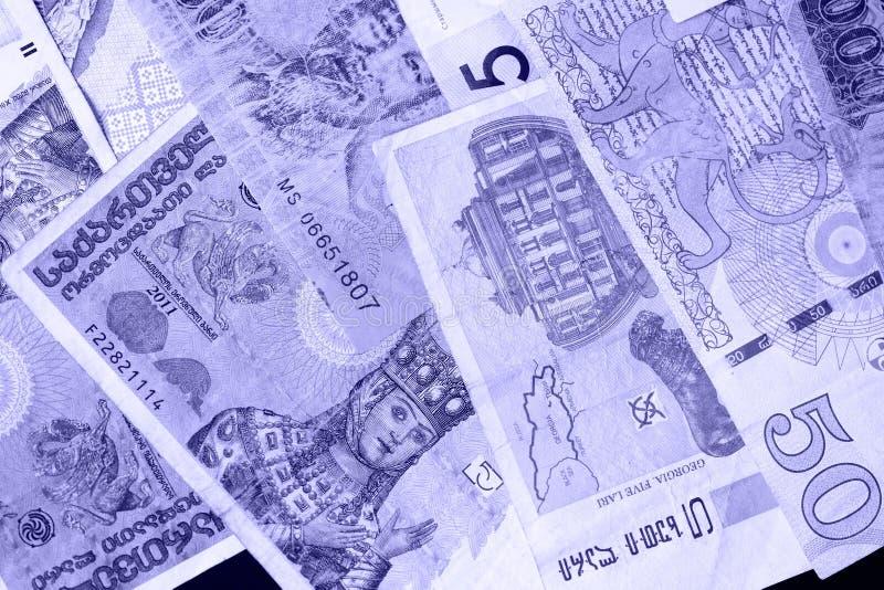 Divers billets de banque des roubles biélorusses de différents pays, lari géorgien, zloty polonais, shekels israéliens, vietnamie images libres de droits