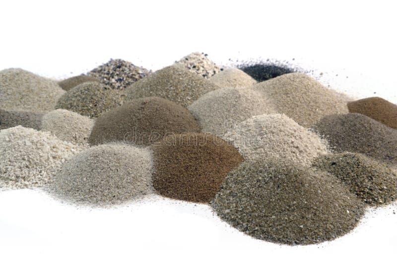 Divers bruin gestemd zand stapelt zich samen op royalty-vrije stock afbeelding