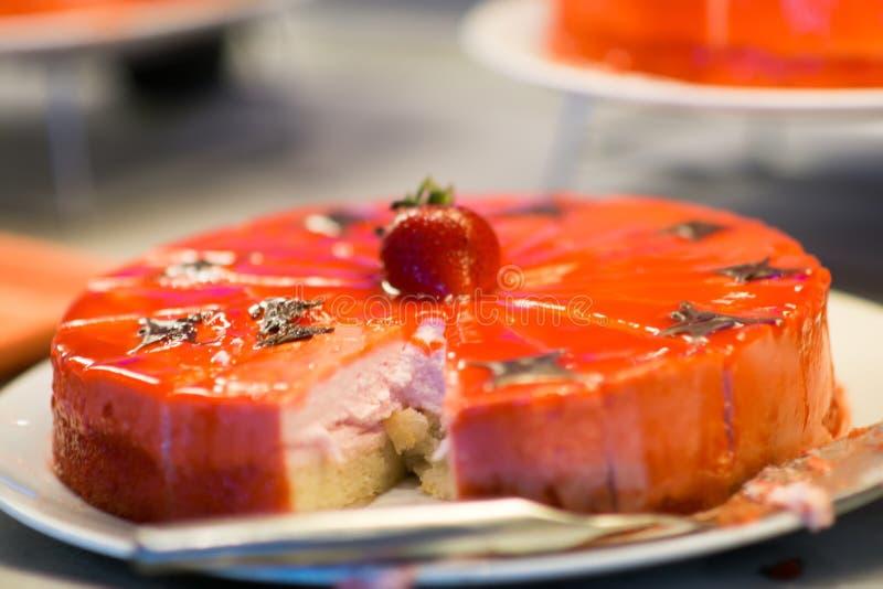 Divers die dessert op de reis van het cruiseschip wordt aangeboden royalty-vrije stock afbeelding