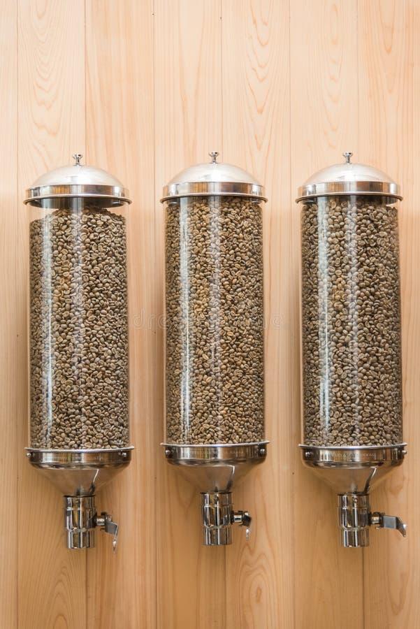 divers grain de café dans le tube de verre photo stock