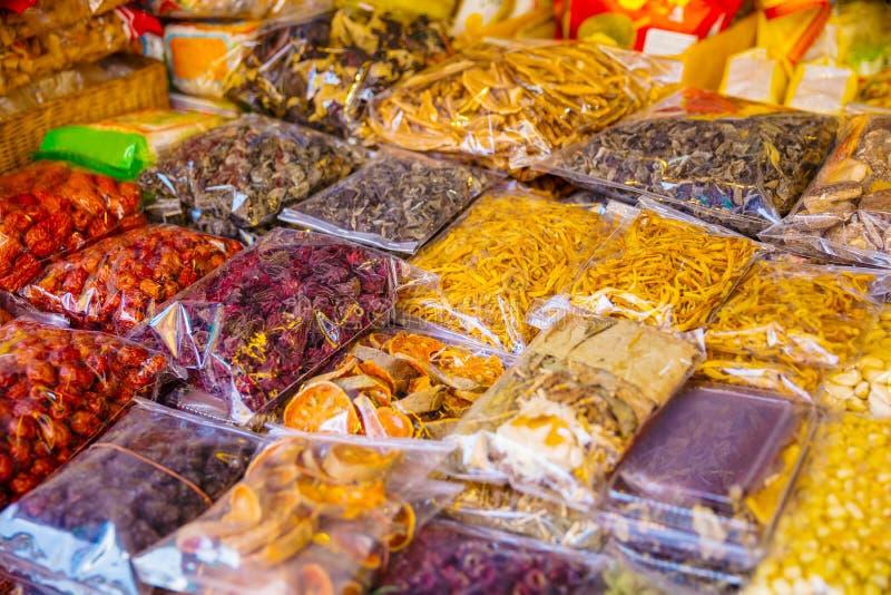 Divers Ingepakt Droog Voedsel voor Verkoop bij Lokale Markt royalty-vrije stock fotografie
