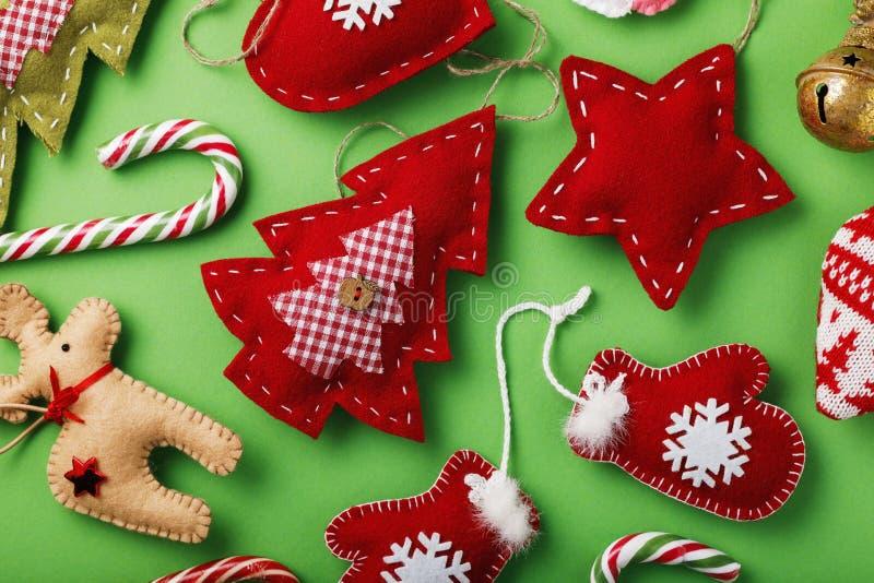 Divers jouets mous pour les vacances de Noël faites par propres mains photos stock