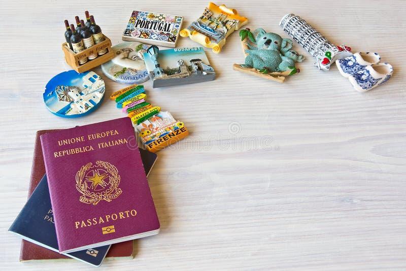 Divers passeports et souvenir photographie stock