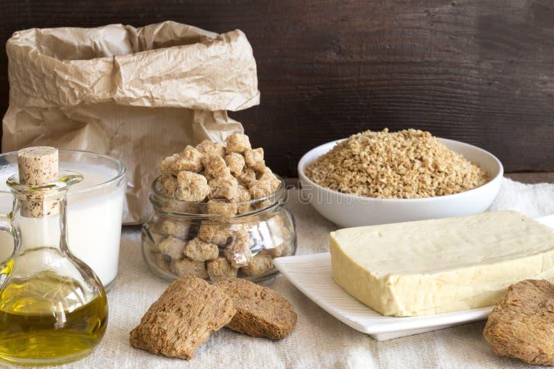 Divers produits de soja sur la toile photo stock