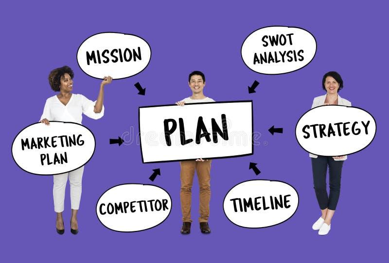 Divers team met een businessplan royalty-vrije stock afbeelding