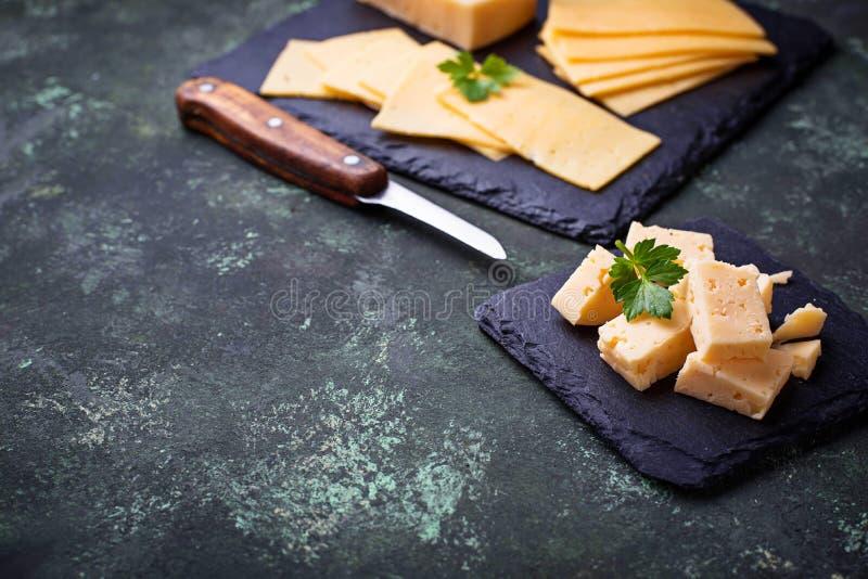 Divers type de fromage coupé en tranches photo libre de droits