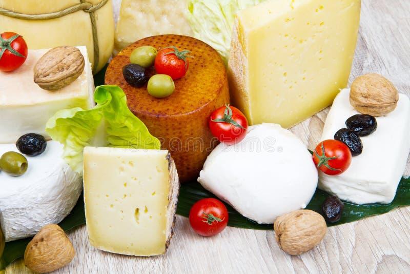 Divers types de fromage mou et à pâte dure international images libres de droits