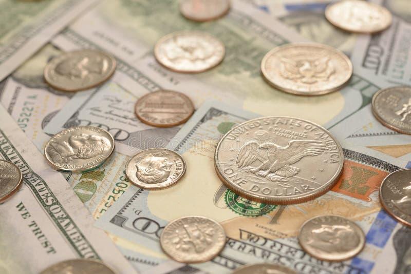 Divers van muntstukken en bankbiljetten royalty-vrije stock foto's