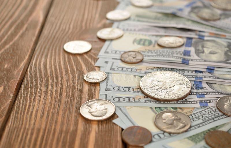 Divers van muntstukken en bankbiljetten stock afbeeldingen
