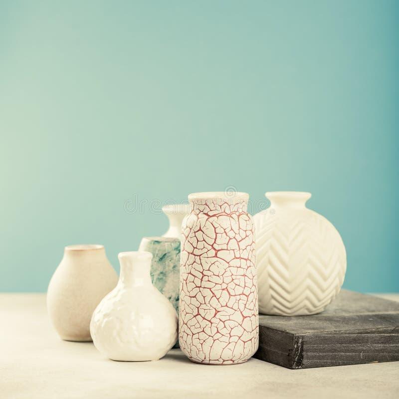 Divers vases de couleur claire photos stock