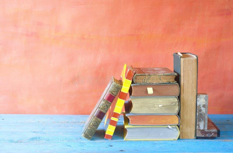 Divers vieux livres photo stock