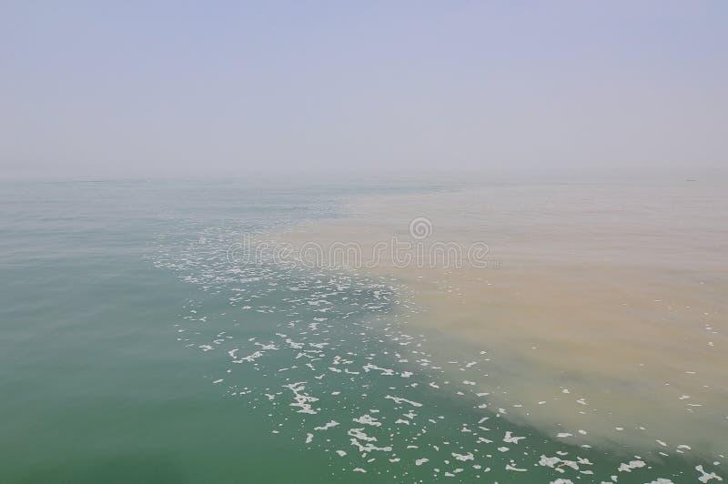 Diversas aguas de superficie en el lago Ontario foto de archivo