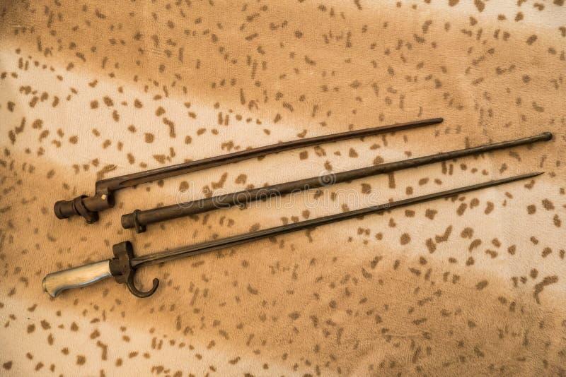 Diversas bayonetas foto de archivo
