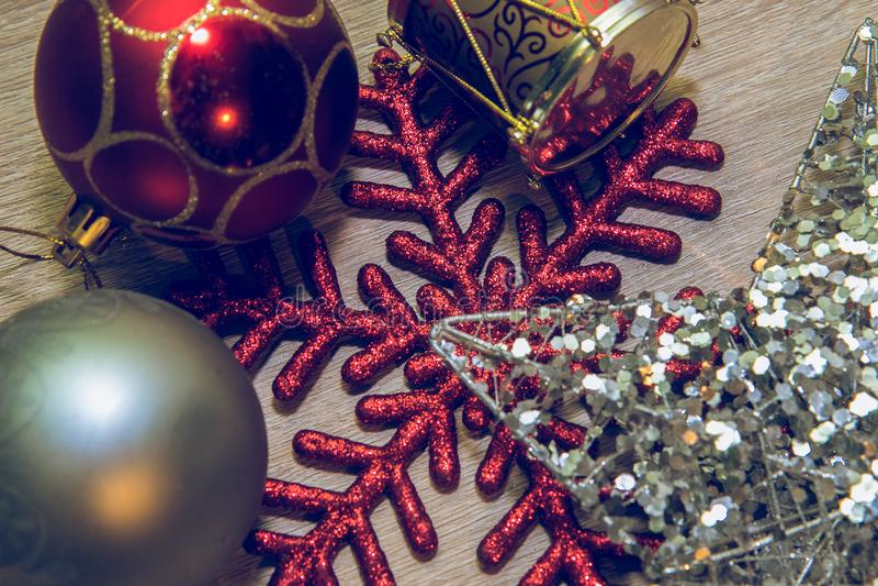 Diversas formas de las decoraciones de la Navidad imagen de archivo