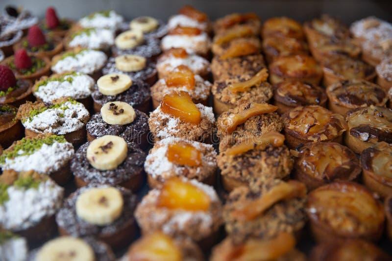 Diversas frutas y pasteles Nuts imagen de archivo