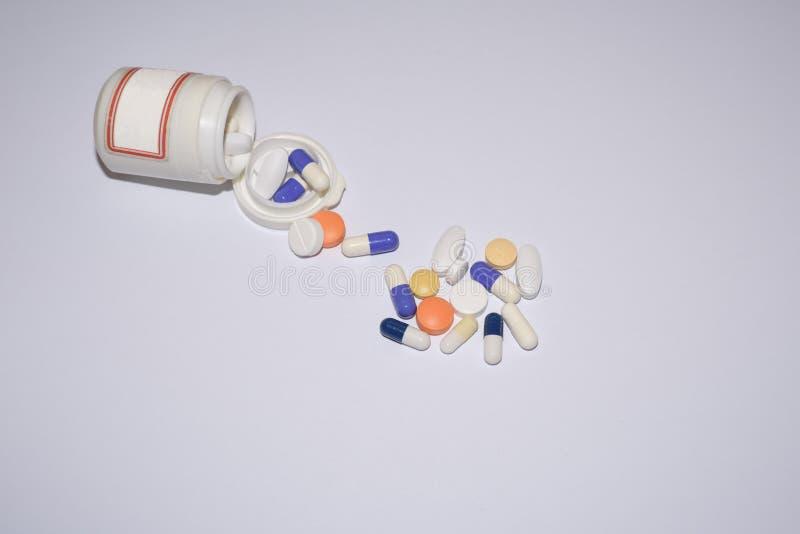 Diversas píldoras médicas imagenes de archivo
