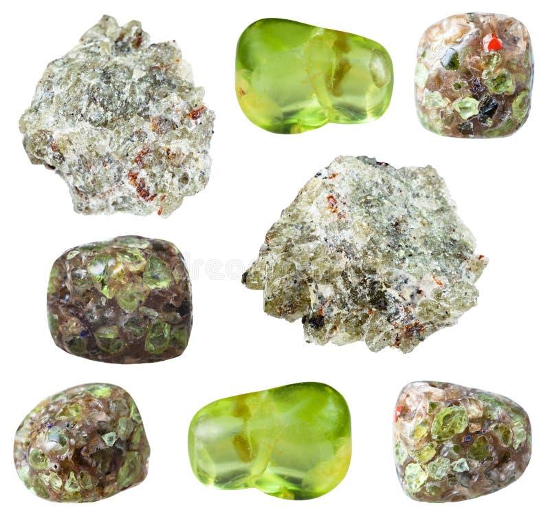 Diversas piedras de gema del Olivine del Peridot aisladas fotos de archivo libres de regalías