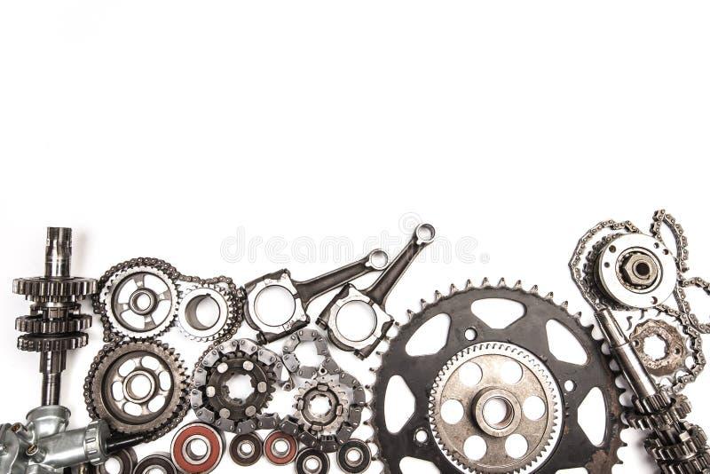 Diversas piezas y accesorios del coche, aislados en el fondo blanco - imagen imágenes de archivo libres de regalías