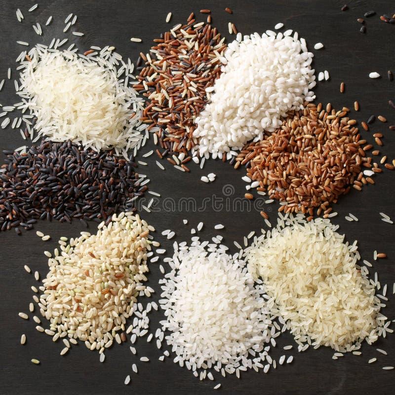 Diversas pilas del arroz imágenes de archivo libres de regalías