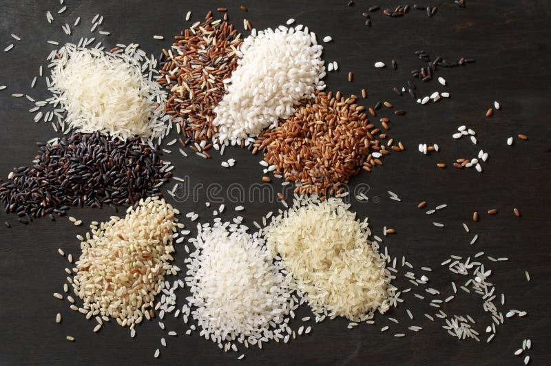 Diversas pilas del arroz imagen de archivo