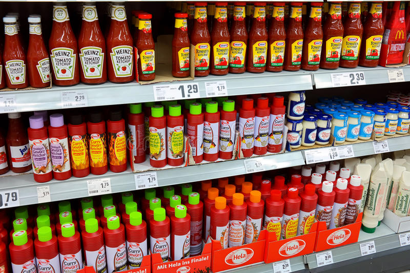 Diversas salsas de tomate fotos de archivo
