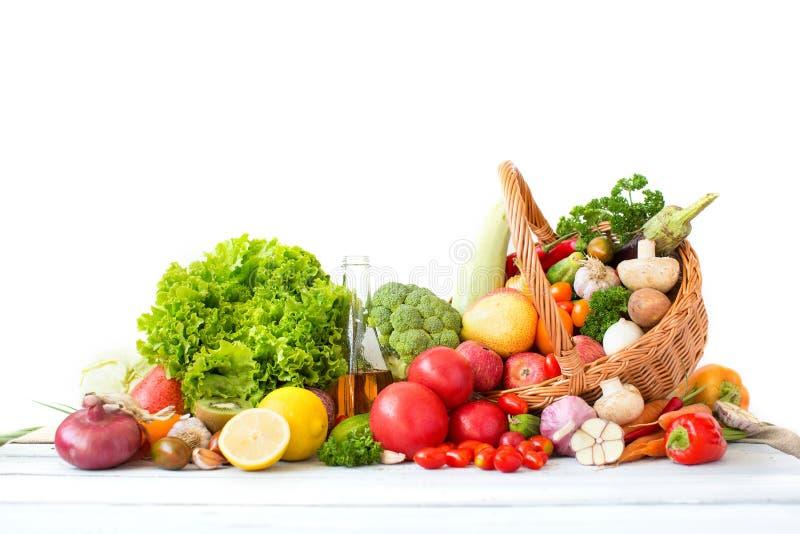 Diversas verduras frescas y frutas aisladas foto de archivo