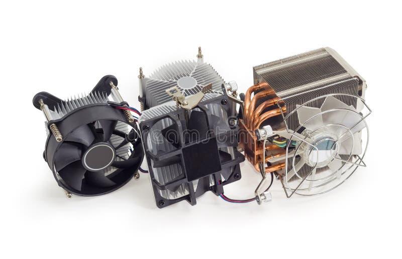 Diverse actieve cpu heatsinks met ventilators op een witte achtergrond stock fotografie