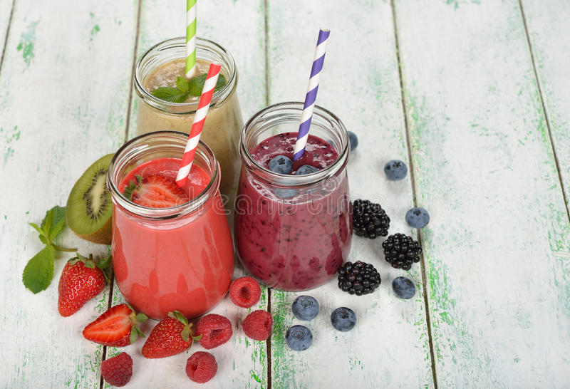 Diverse bes smoothies royalty-vrije stock foto