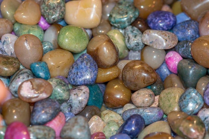 Diverse en Kleurrijke Halfedelsteen van een Tribune van Toeristenherinneringen royalty-vrije stock afbeelding