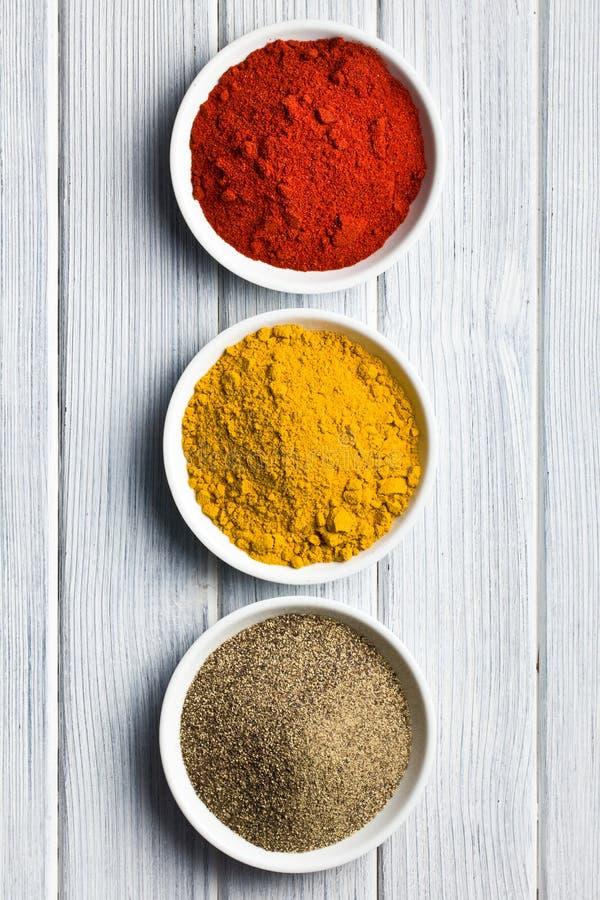 Diverse gekleurde kruiden stock afbeelding