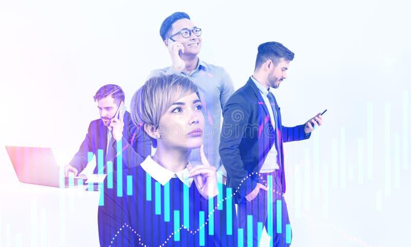 Diverse Geschäftsteams mit Gadgets, digitaler Grafik lizenzfreie stockfotos