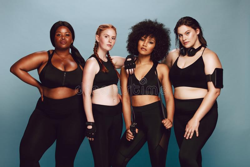 Diverse groep vrouwen in sportkleding royalty-vrije stock afbeeldingen