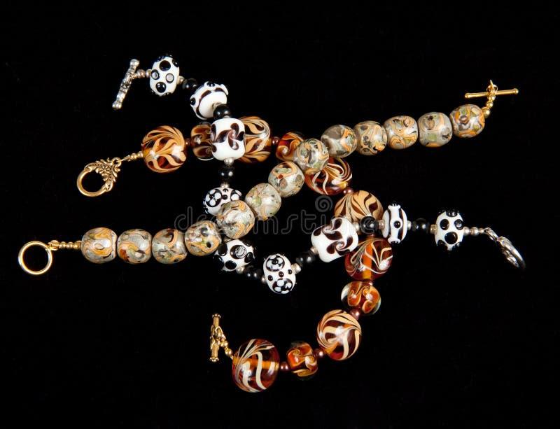 Diverse hand - gemaakte armbanden royalty-vrije stock foto's