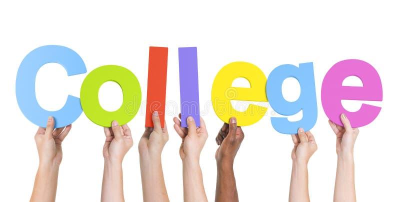 Diverse Handen die de Word Universiteit houden stock fotografie