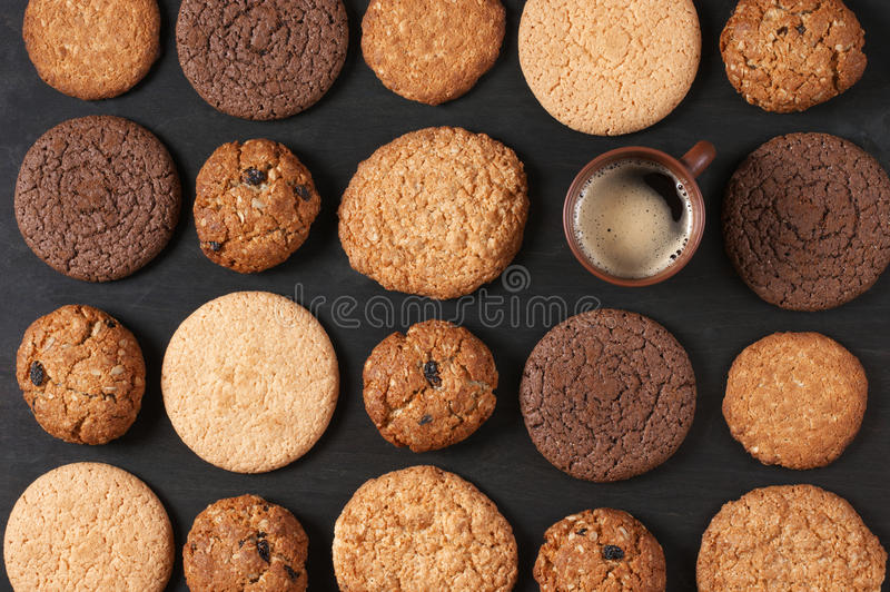 Diverse koekjes en koffie stock foto's