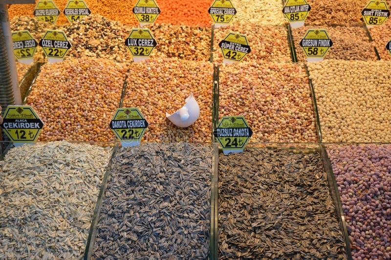 Diverse kruiden bij de Kruidmarkt in Istanboel royalty-vrije stock foto