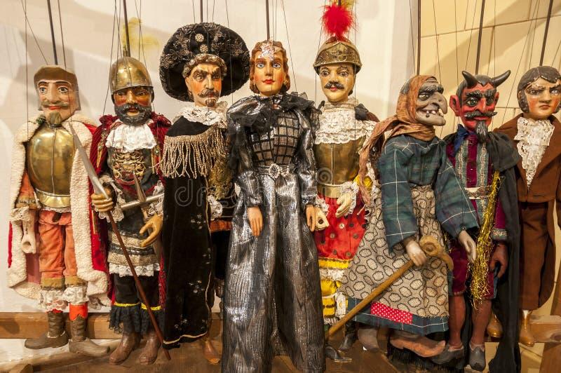 Diverse marionetten klaar voor theatraal tonen royalty-vrije stock foto