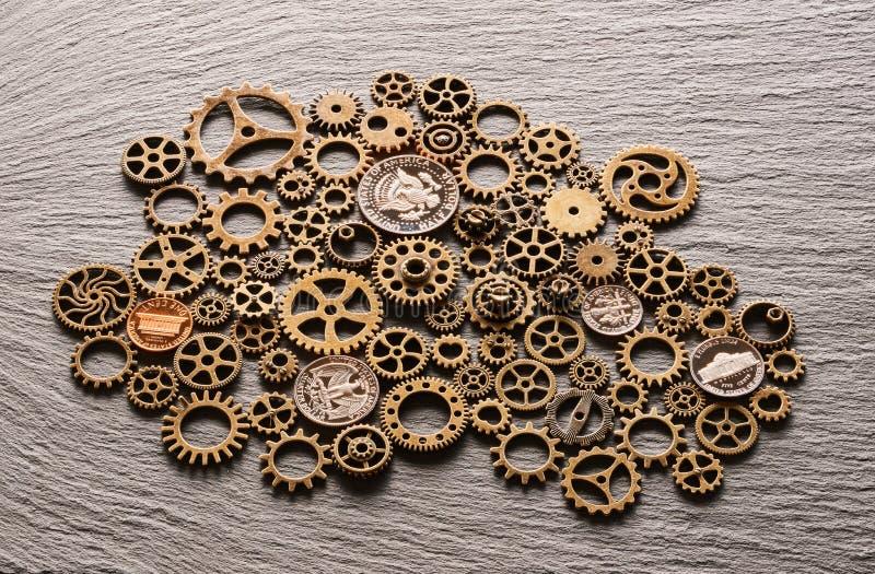 Diverse metaaltandraderen met de muntstukken van de V.S. stock afbeeldingen