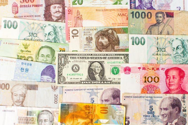 Diverse muntenbankbiljetten die een achtergrond vormen stock foto