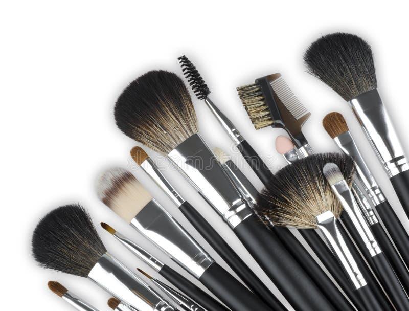 Diverse professionele make-up kosmetische die borstels op witte achtergrond worden geïsoleerd stock foto's