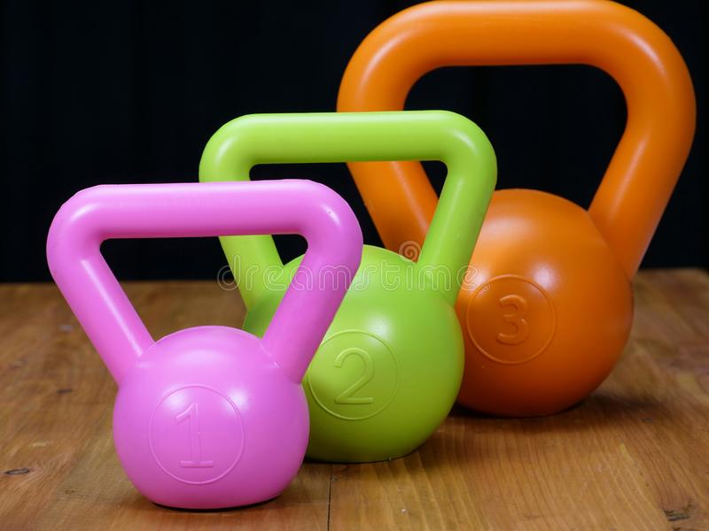 diverse taille des kettlebells photo stock