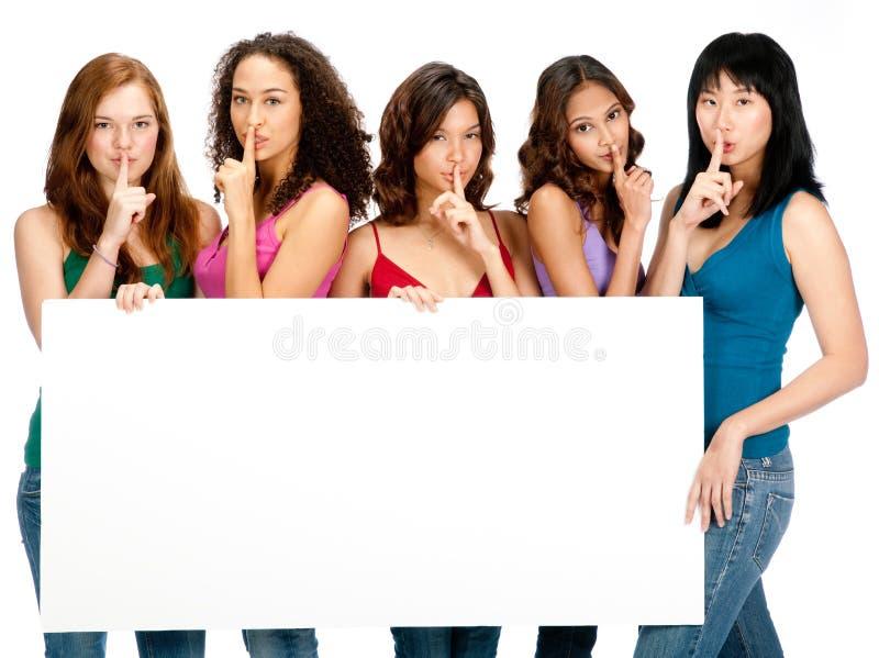 Diverse Tieners met Leeg Teken stock foto